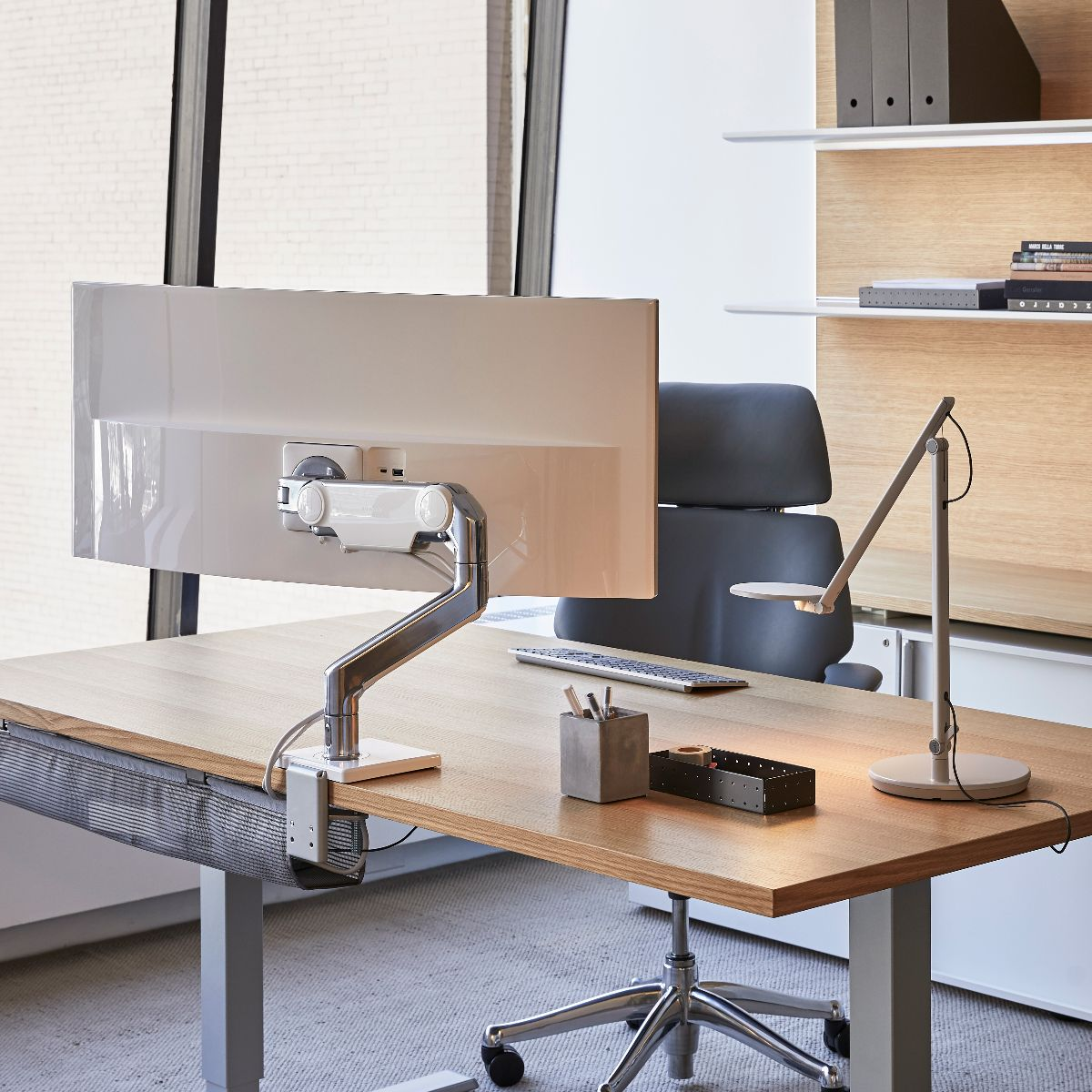 https://fr.humanscale.com/userFiles/images/monitorarms/m10/m10_officedesk.jpg